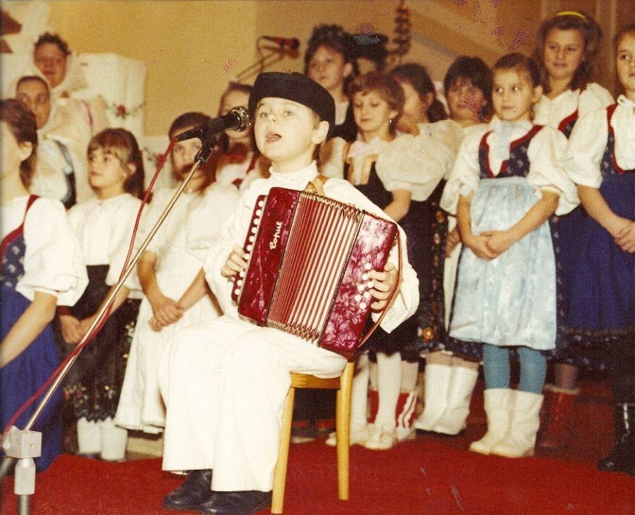 Rudko Patrnčiak mladší na Jasličkovej pobožnosti keď mal 5 rokov