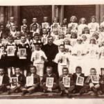 S deťmi na 1. svätom prijímaní