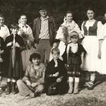 Mladé folkloristky s Rudom Patrnčiakom