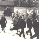 Svadobný sprievod; Nápis na plote napísaný proti Rusom (r.1968)