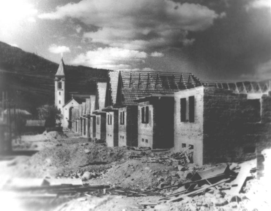 Výstavba nových domov na Jánošíkovej ulici po zničení v 2. svetovej vojne