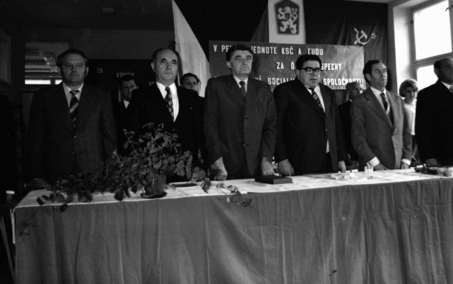 Poslanci v jednote KSČ a ľudu