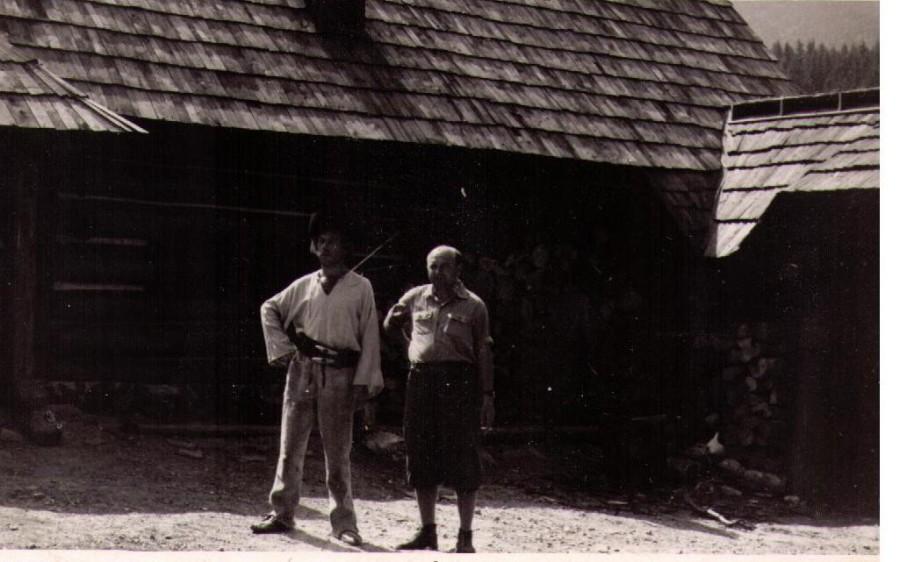 Aktéri filmu pred drevenicou